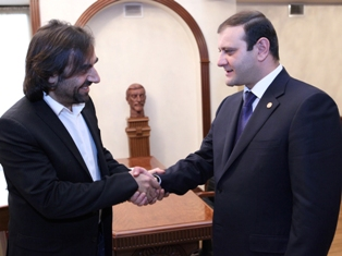 Yerevan Mayor receives famous French-Armenian pianist
