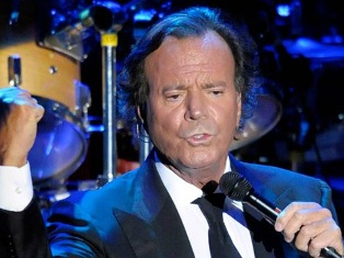 Julio Iglesias to give solo concert in Armenia