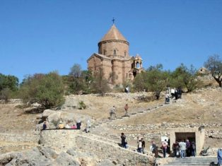Akhtamar Island registers record number of tourists