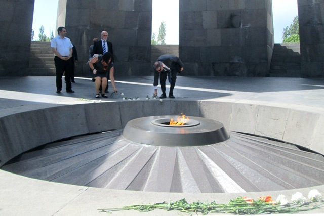 Israeli foreign ministry's delegation visits Armenian Genocide memorial