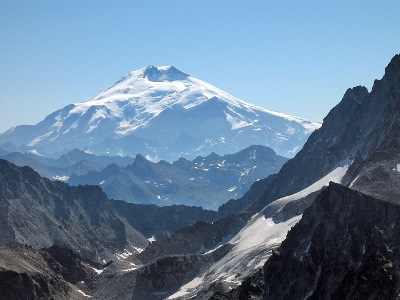 Armenian mountaineers raise Artsakh and Armenia flags on Elbrus